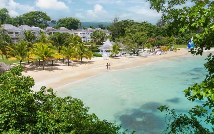 A luxurious resort by the waters of Sans Souci