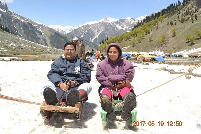 rakesh and his wife sledding in sonmarg