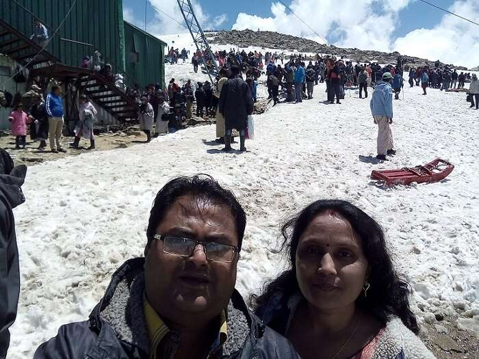 rakesh and his wife enjoy the gondola ride in gulmarg