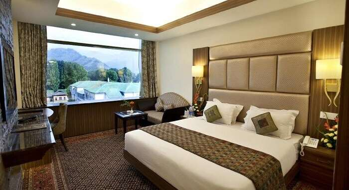 topc romantic resorts in srinagar