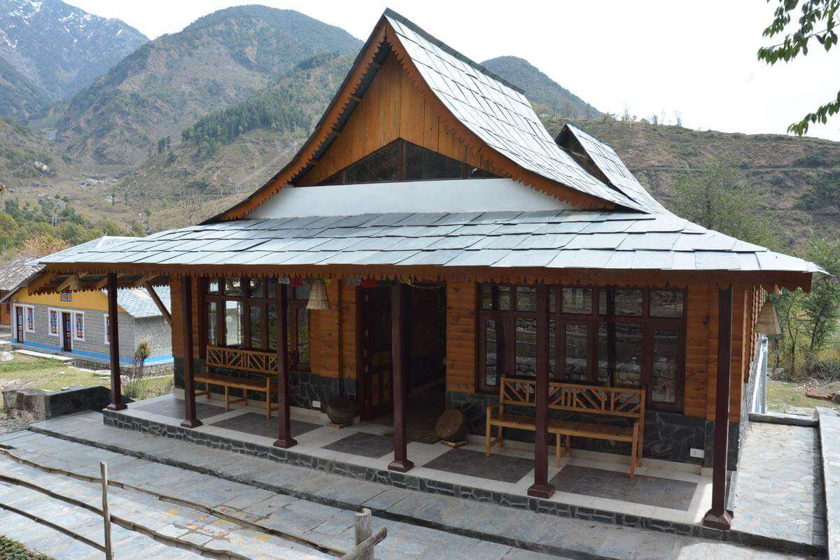 a hut style hotel in Himachal