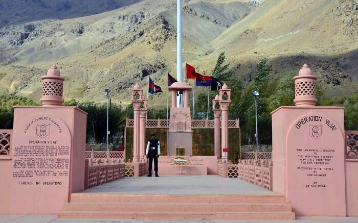 A soldier standing in front of Kargil War Memorial near Dras