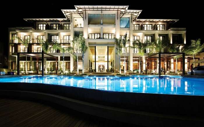 Building of Eden Bleu Hotel at night