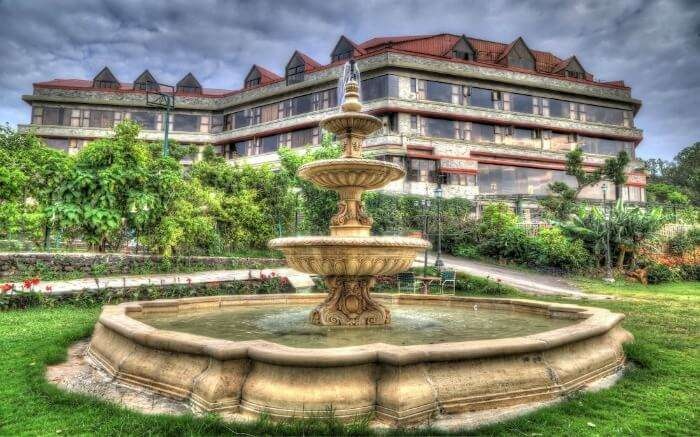 Building of a gorgeous hotel with a fountain in Mahabaleshwar