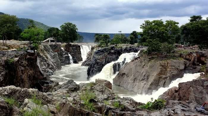 waterfalls in hogenakkal
