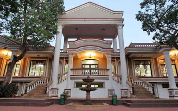 The massive front face of Hotel Usha Ascot in Matheran