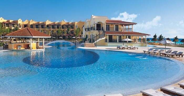 A view of the pool of the Secrets Capri Riviera Cancun Resort by the beach