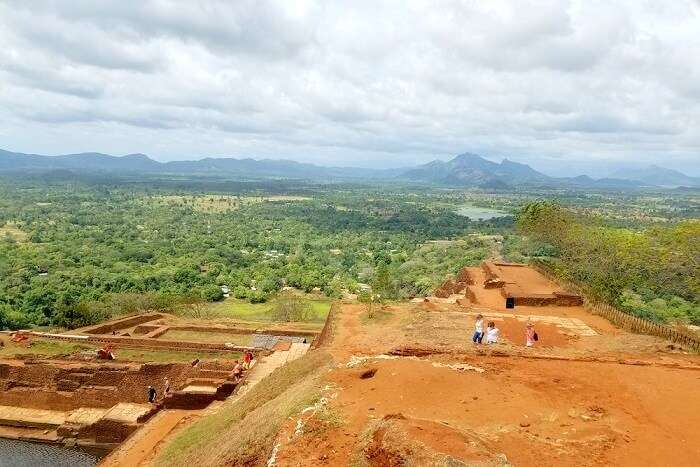 sightseeing in sigiriya