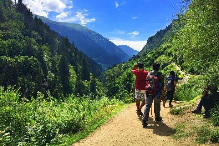 downward trek from Kheerganga