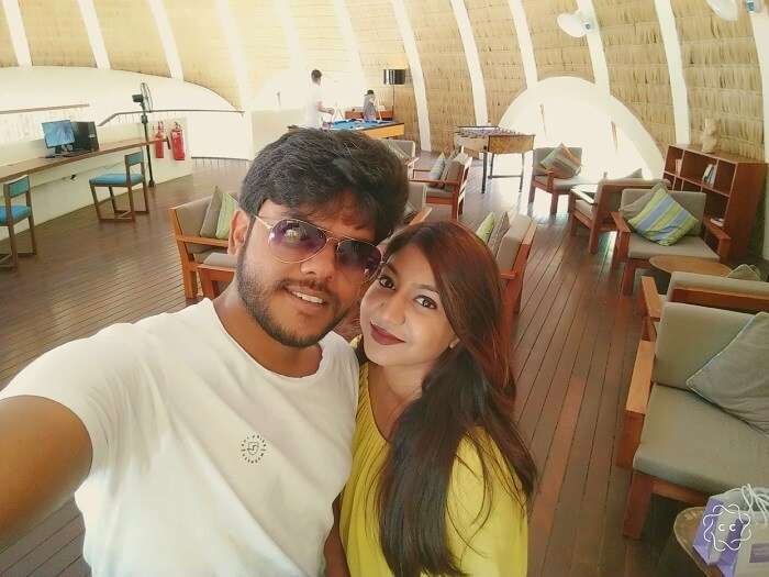 ambuj rashmi taking selfies on the last day of maldives honeymoon trip