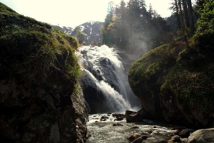 best waterfalls near manali