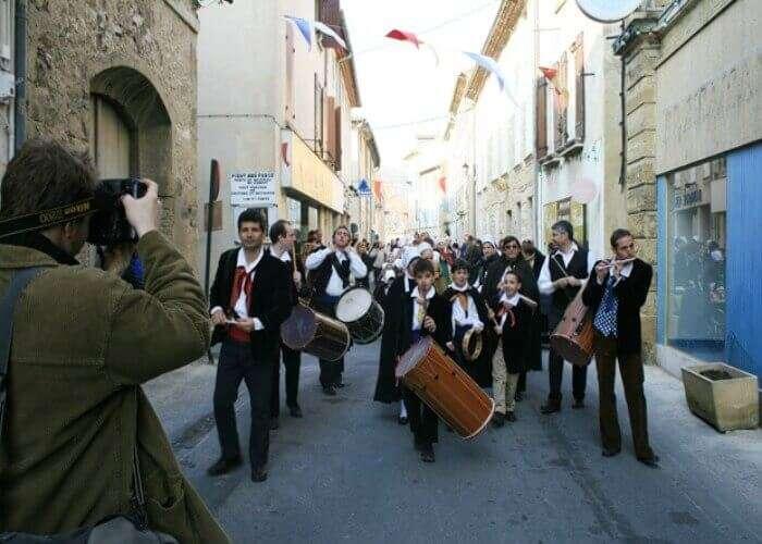 Musical parade in Roquemaure