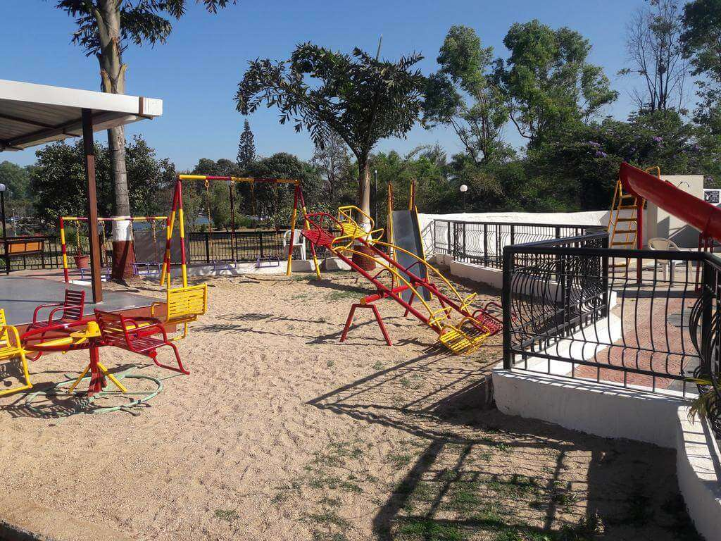 swings on the ground area of a resort in Sapuatara