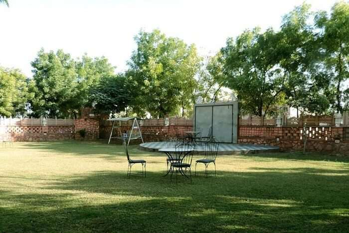 Shikargarh Palace Resort lawn