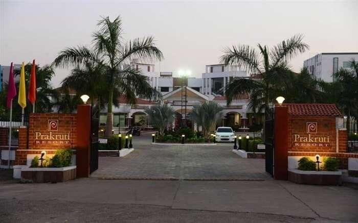 The grand entrance of Prakruti Resort in Vadodara ss