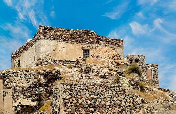 Akrotiri castle santorini