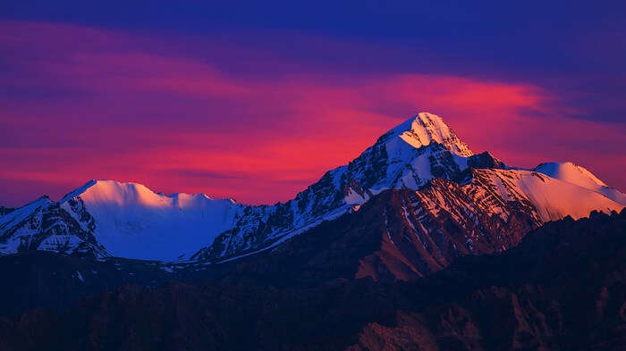 kanchenjunga peak at sunrise as seen from yumthang valley