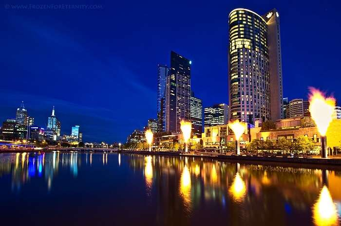 enjoy the best nightlife in melbourne on your trip