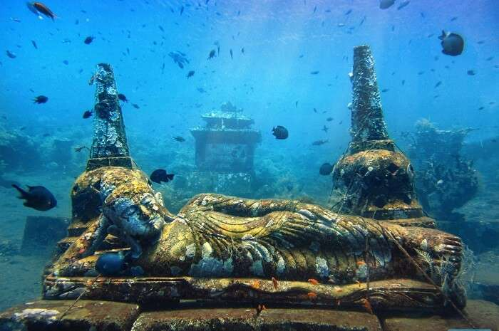 go diving and sea underwater statues at Nusa ceningan