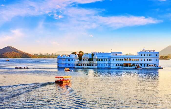 How to reach Udaipur