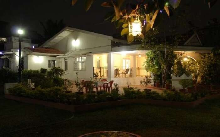 A view of Manas Holiday Villa in Lonavala at night
