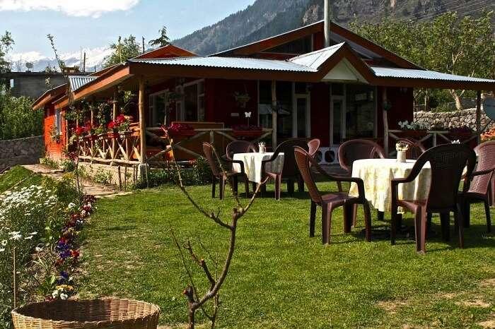 famous restaurants in manali