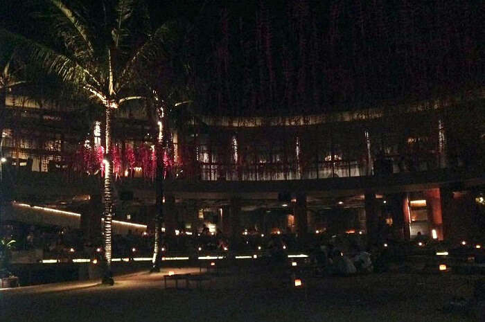 roack bar in bali beside beach