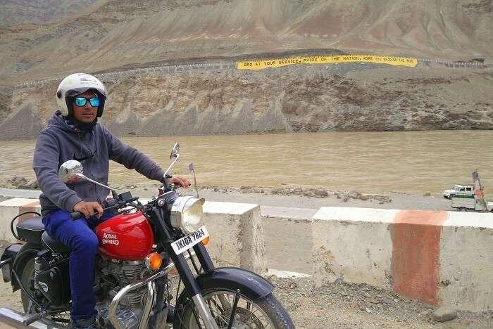 ninad biking away in ladakh