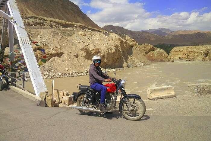 ninad riding bike in ladakh