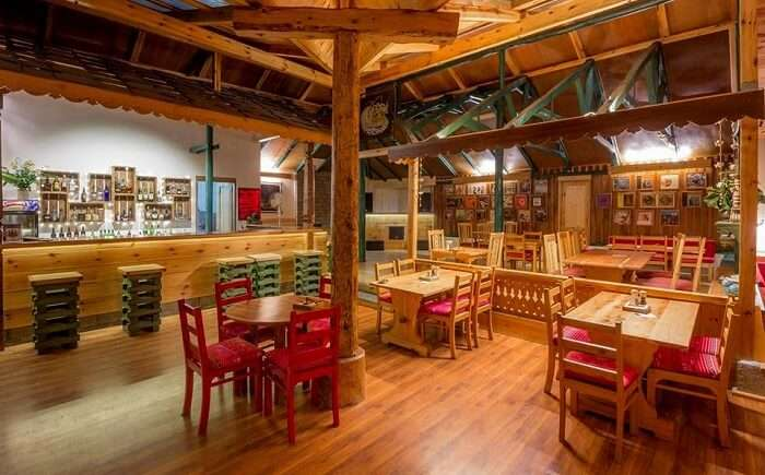 johnson's cafe in manali