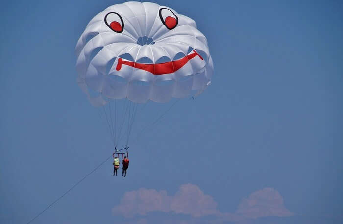 Parasailing and Paragliding