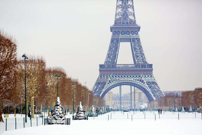 visit the eiffel tower in winter in paris