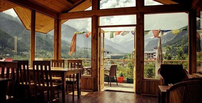 rooftop restaurants in manali