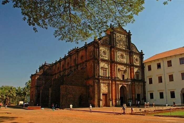 visit Basilica of Bom Jesus in goa