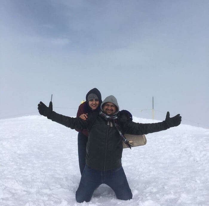 couple in mount titlis
