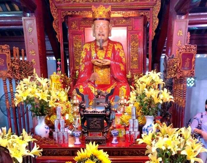buddhist temple in hanoi