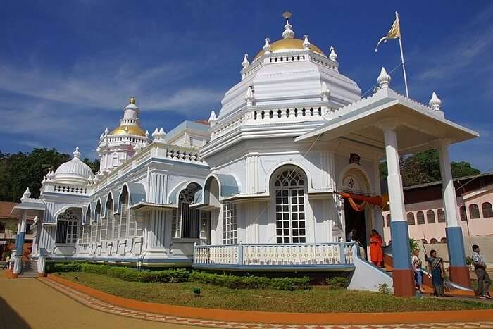 visit Mangeshi Temple in goa