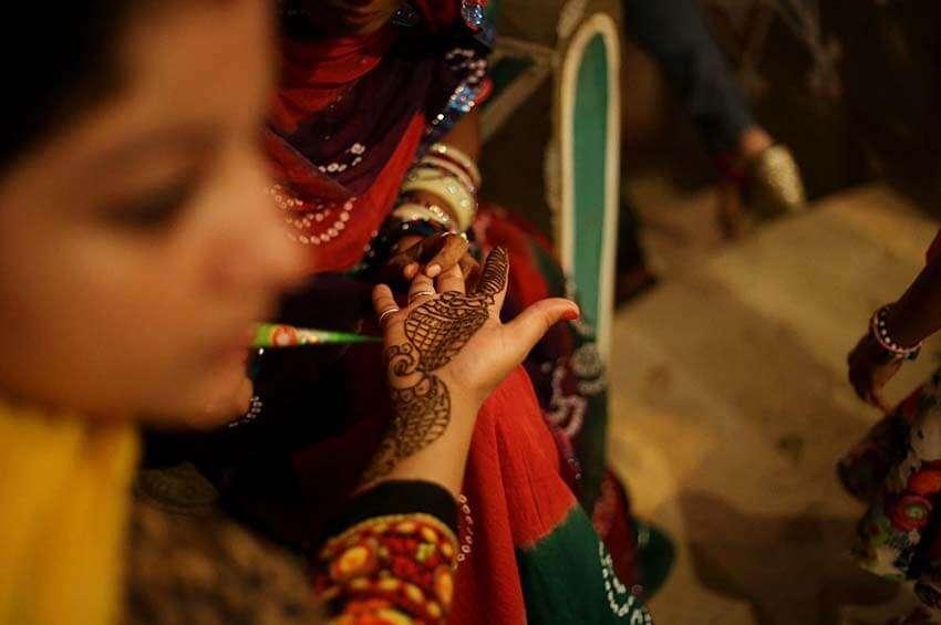 a women making henna tatto
