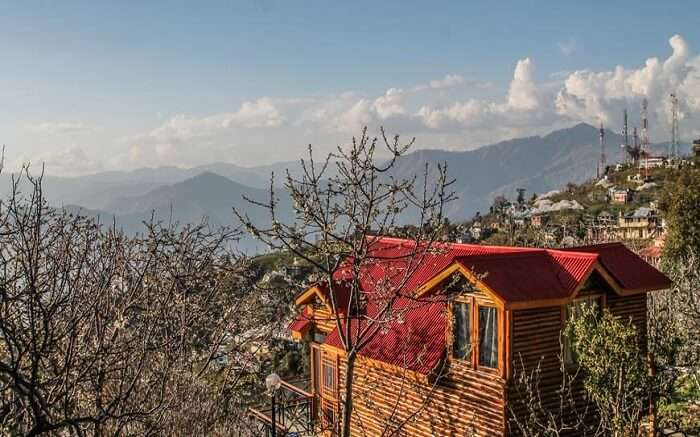 Banjara hotel overlooking mountains in Thanedar near Shimla