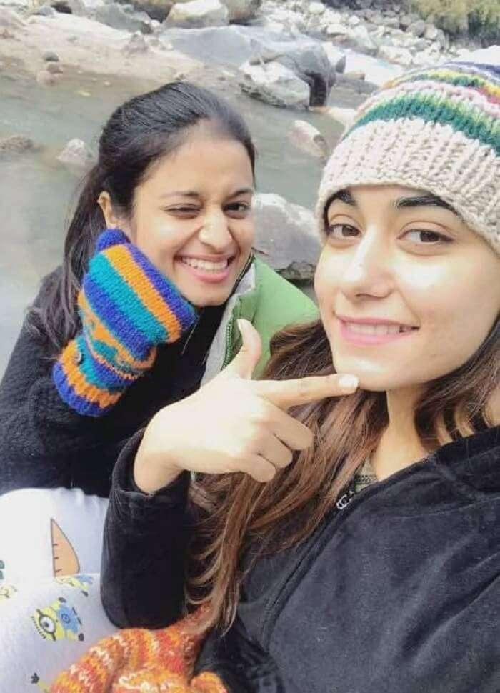 girls trek to kheerganga