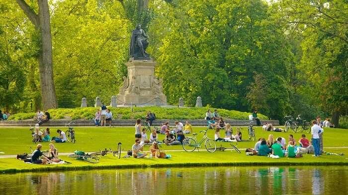 Go picnicking in the Vondelpark