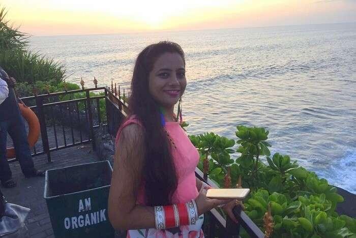 pankaj honeymoon trip to bali: posing at tanah lot