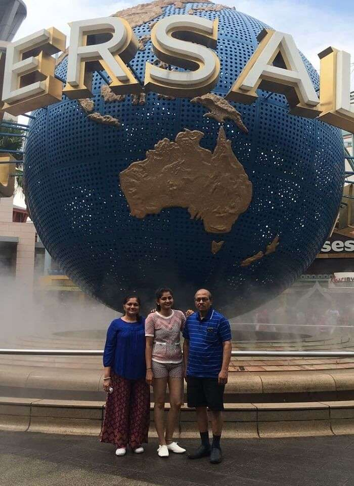 saurabhi singapore family trip: family enjoying at universal studios singapore