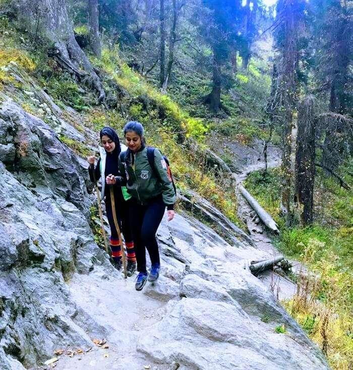 travelers in kheerganga