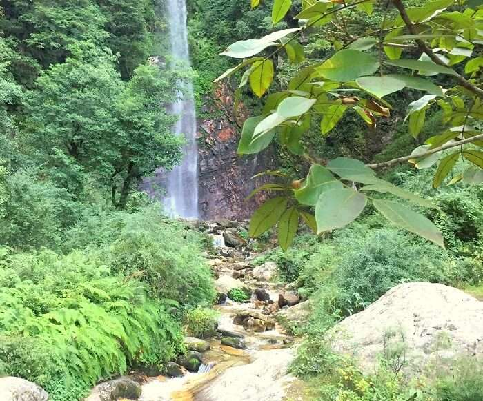 choi waterfall tirthan