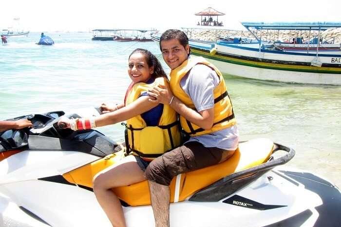 pankaj honeymoon trip to bali: pankaj and wife posing