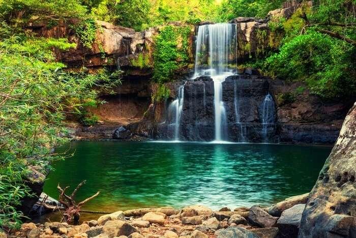 Take a dip at the many waterfalls in Sri Lanka