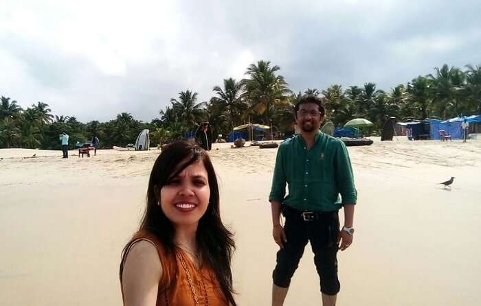 couple enjoys on a Kerala beach