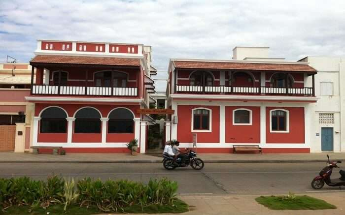 A red and white hotel building in Villa Bayoud
