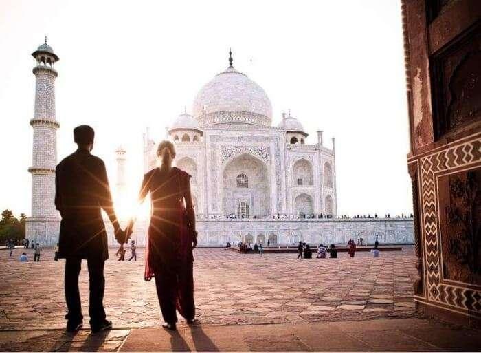 couple in front of Taj Mahal